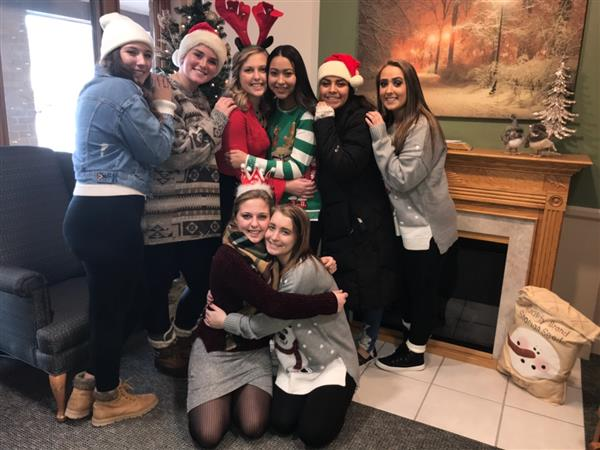 MHS Students Spread Holiday Cheer at Nursing Home